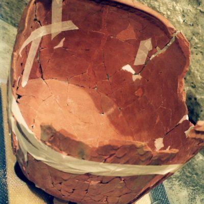 Cuvier, céramique, site archéologique L'Auberge du château (Dourdan), XIIIe siècle, Restauration Stéphanie Nisole © Musée du château de Dourdan