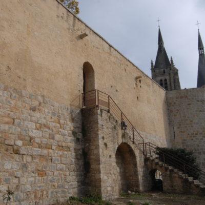 Restauration de la courtine sud et tour du Midi en 2008-2009 © François Poche