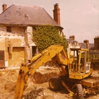 Destruction du jardin d'hiver et déblaiement de l'ancienne terrasse en 1977 © Musée du château de Dourdan