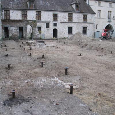 Pose des pieux © Musée du château de Dourdan